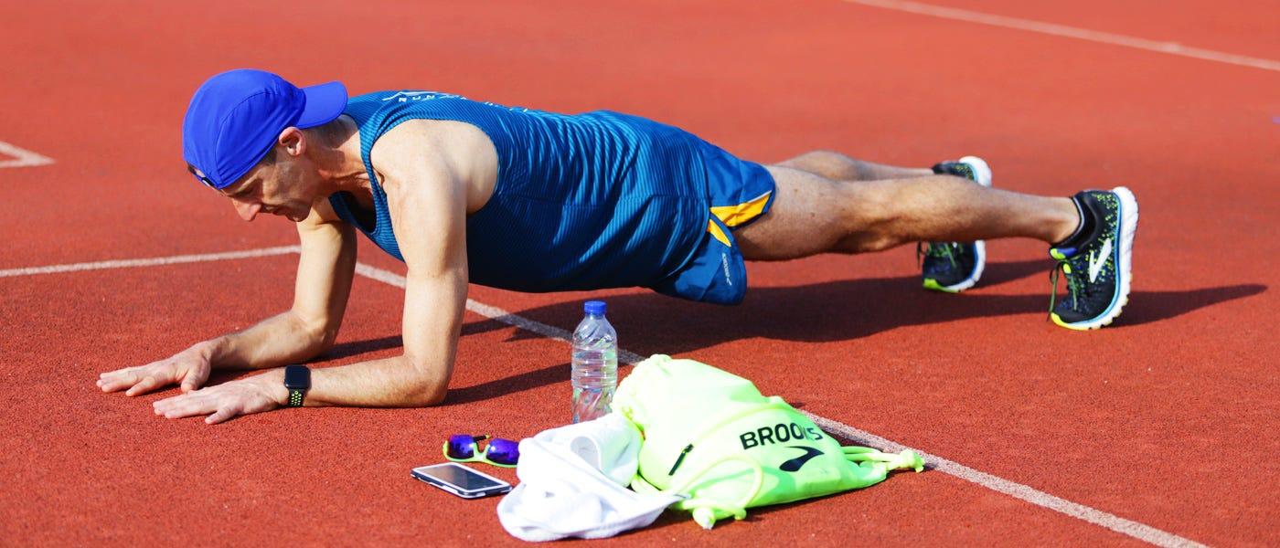 Latihan Kekuatan Top untuk Pelari: Dari Squat dan Plank Hingga Jumping