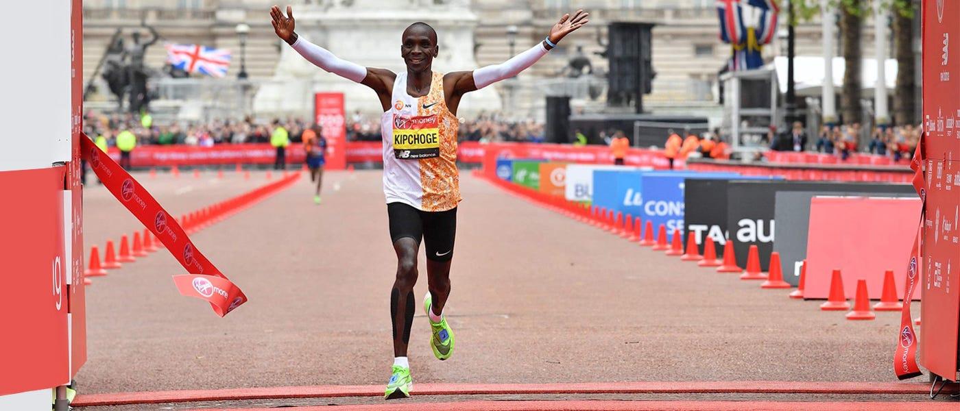 Eliud Kipchoge dan Rekor Maraton dengan Sepatu Lari Ber-Carbon Fiber Plate